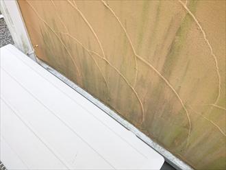 川崎市高津区梶ケ谷にて築10年経過したモルタル外壁造りの点検調査、意匠性の高いモルタル外壁は汚れが繁殖しやすい傾向にある為に早めに塗装メンテナンスを行いましょう