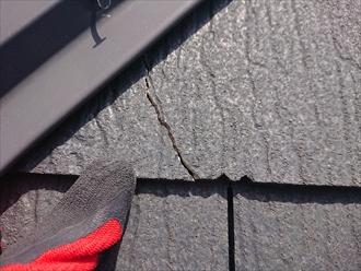 横浜市港北区新吉田町にて築10年経過したスレート屋根、苔やカビの付着や棟板金の劣化が窺えたために屋根塗装でメンテナンスをしましょう