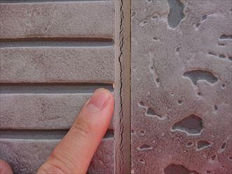 横浜市青葉区桂台にて築10年経過した窯業系サイディング外壁点検調査、シーリングの破断が多く外壁から雨漏りしてしまいそうでした
