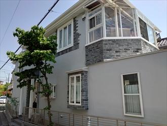 横浜市都筑区川和台にて築20年程で始めての屋根外壁メンテナンス、スレートへはサーモアイ4F(クールネオウィスタブルー)とモルタル外壁へはプレミアムシリコン(N-75)を使って屋根外壁塗装にてメンテナンスを実施、施工後写真