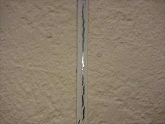 横浜市港北区小机町にて築10年目で初めての屋根外壁塗装の為に事前点検、屋根の化粧スレートよりも外壁の窯業系サイディングに問題がありました