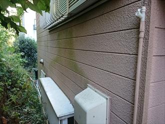 横浜市旭区西川島町にて通気が悪くお住まいの周りに木々が多い場合は外壁が汚れやすい傾向にありますので早めのメンテナンスが必要です