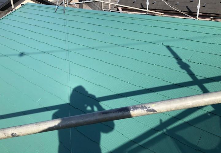 横浜市南区榎町にて、ファインパーフェクトベスト(ミラノグリーン)でスレート屋根の塗装