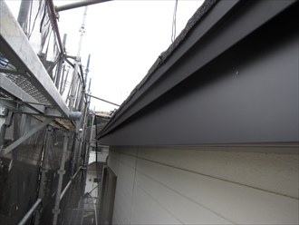 木製の破風板や鼻隠し板の塗膜が剥がれるなら破風板板金巻き5