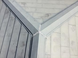 相模原市中央区経年劣化した金属系屋根材の塗り替え調査