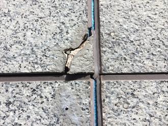 横浜市南区永田東で窯業系サイディングを点検、コーキングの無くなった目地から傷みが広がっておりました