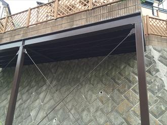 擁壁の鉄骨架台塗装後①