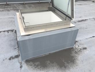 大井町金子で法人様の社屋のシート防水された屋上を防水工事前に点検
