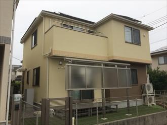横浜市神奈川区片倉で、外壁をジョリパットフレッシュインフィニティ、屋根をサーモアイ4Fで塗装しました、施工後写真