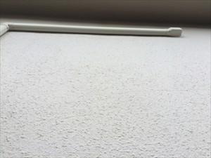 モルタル壁小さな無数のひび割れ