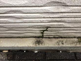 横浜市港南区上永谷で窯業系サイディングの調査、コーキングやひび割れが起こっておりました