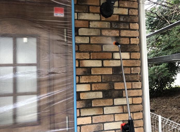 横浜市港南区港南台で外壁の調査、タイルの壁も塗装によるメンテナンスが可能です
