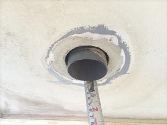 バルコニー天井の染みを天井を開口して原因を調査します|横浜市栄区