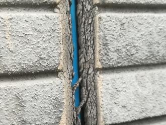 小田原市扇町にてコーキングの点検調査、コーキングの劣化はお住まい全体の不具合に繋がりますので定期的に補修を行いましょう