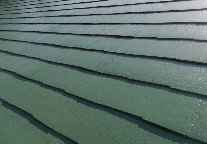 相模原市南区相南にて、ファインパーペクトベスト(ミラノグリーン)でスレート屋根の塗装工事を行いました