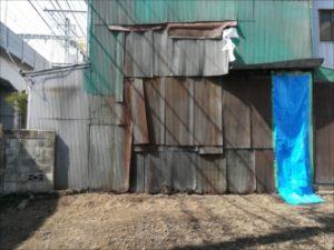 東面の傷んだ外壁材