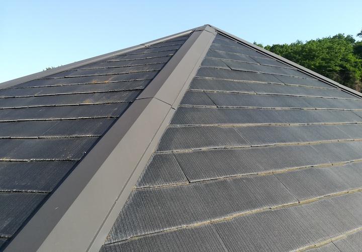秦野市南矢名にて、築28年のスレート屋根は定期的なメンテナンスをされていたため綺麗な状態でした