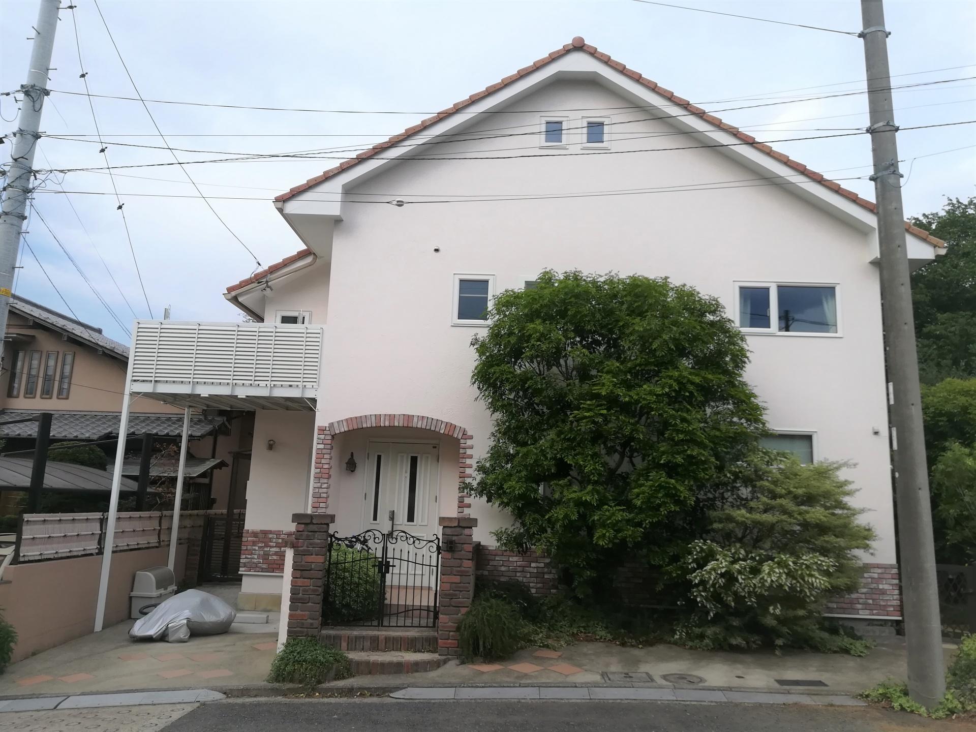 横浜市都筑区にて外壁塗装、色は薄いピンク調・バーフェクトトップ「H17-90B」、施工後写真