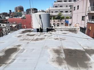 横浜市中区のビルで雨漏り調査、原因は建物の老朽化と屋上シート防水の劣化でした