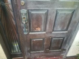 劣化が窺える玄関ドア
