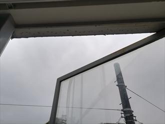 窓枠上部からの雨漏り