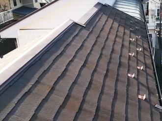 藤沢市弥勒寺にて築15年になる集合住宅、ファインパーフェクトベストにて屋根塗装を、パーフェクトトップ(ND-012、ND-400)にて外壁塗装メンテナンスを実施!、施工前写真