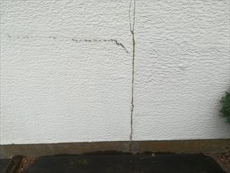 車庫廻りの外壁の亀裂