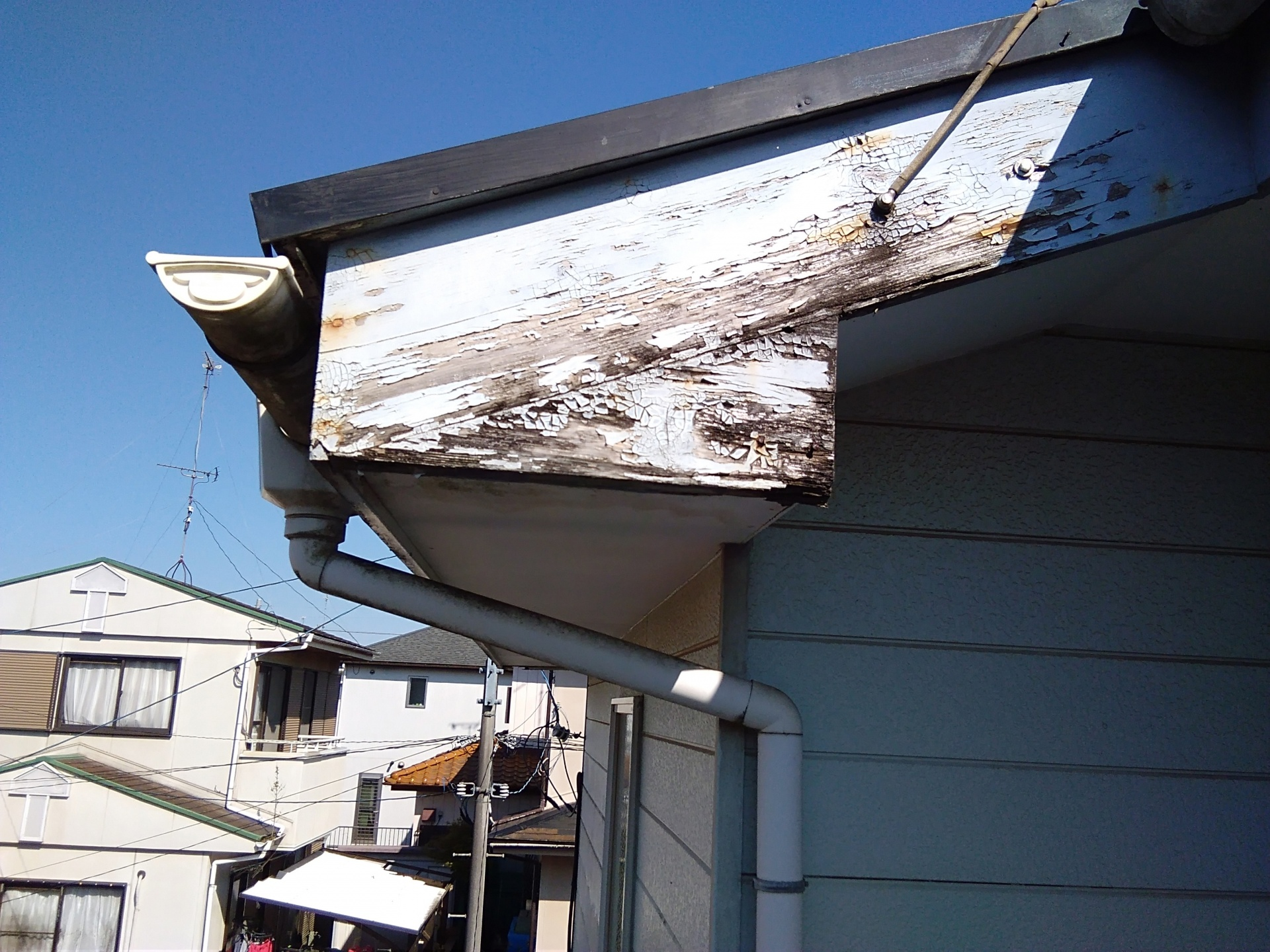 大井町金子で築18年のお家を外壁塗装と屋根塗装前に点検
