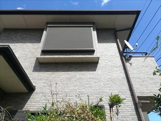横浜市港北区新羽町にて築14年目の外壁にクリヤー塗装を行うための点検調査の様子