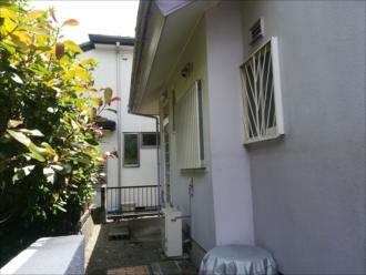 横浜市泉区緑園にて外壁塗装の事前点検、チョーキング(白亜化現象)は塗膜の劣化のサイン