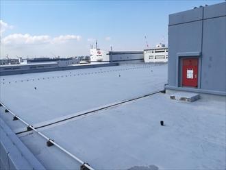 横浜市金沢区幸浦にて屋上からの雨漏り、原因はウレタン塗膜防水で行った補修跡