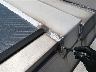 横浜市金沢区幸浦にて工場倉庫の折半屋根、天窓廻りのシーリング補修のご依頼