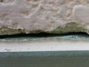 川崎市高津区 外塀塗装前の点検 サイディングに隙間ができている
