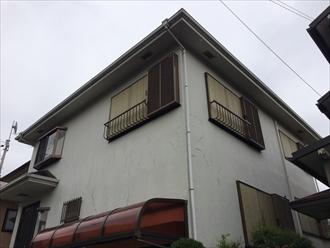 傷んだ柄のあるモルタル壁をエラストコートで塗り替え|横浜市緑区、施工前写真