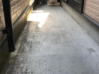 大和市渋谷の築20年のお住まいに、屋根・外壁塗装と一緒にバルコニーのトップコート塗り替えをご提案