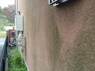 横浜市鶴見区の外壁調査、外壁にある亀裂はメンテナンスの時期に差し掛かっている目安です1