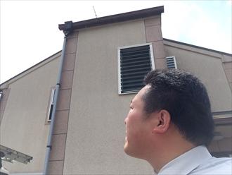 横浜市栄区築10年リシンの外壁はよく見ると亀裂が多かった