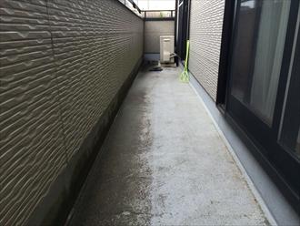 横浜市戸塚区の屋根外壁塗装調査、バルコニー床もメンテナンスとして塗り替えが必要です1
