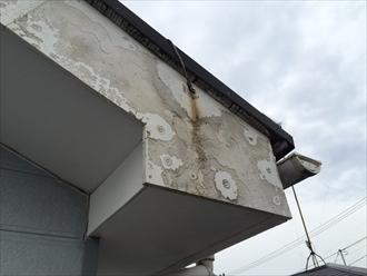 横浜市中区の外壁塗装調査、破風板の表面の劣化が進行しすぎると塗装は困難2