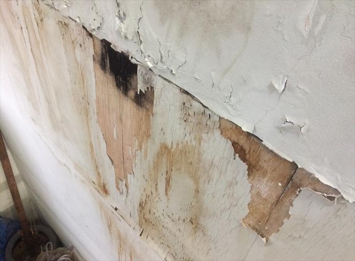 横浜市鶴見区豊岡町で階段や壁から雨漏り発生、外壁からも雨漏りは発生します