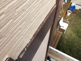 横浜市戸塚区の外壁調査、幕板や付柱などの装飾にもコーキングが打たれている1