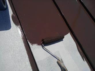 横浜市瀬谷区でサーモアイ4F(クールジェノバブラウン)を使用した板金屋根塗装3