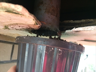 横浜市金沢区で雨漏り調査、バルコニーやベランダの上裏(天井)の染みもお任せ下さい2