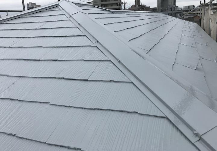 横浜市西区南幸にてサーモアイSi(クールライトグレー)で屋根塗装、この時期のお部屋の暑さを軽減!
