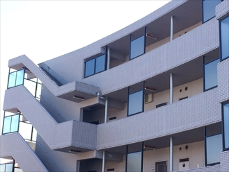 横浜市南区でマンションのメンテナンスを目的とした調査、床の防水やドレンまわりも要注意1