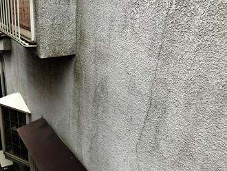 二宮町二宮にて外壁調査、築24年目でクラックが多数発生したモルタル外壁にエラストコート塗装をおすすめ