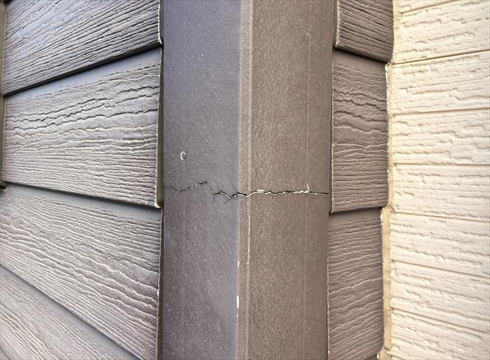 横浜市保土ヶ谷区の外壁調査、釘が打ってある部分はひび割れが起きやすい1