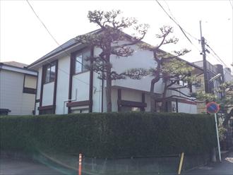 鎌倉市錆びの付着したモルタル壁の住宅を塗り替え調査