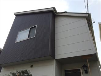 横浜市都筑区の外壁調査、近くで見て初めて分かる窯業系サイディングの傷み1