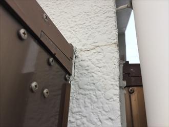 横浜市中区千代崎町でモルタル外壁の点検、塗膜が劣化してくると亀裂やひび割れが発生します